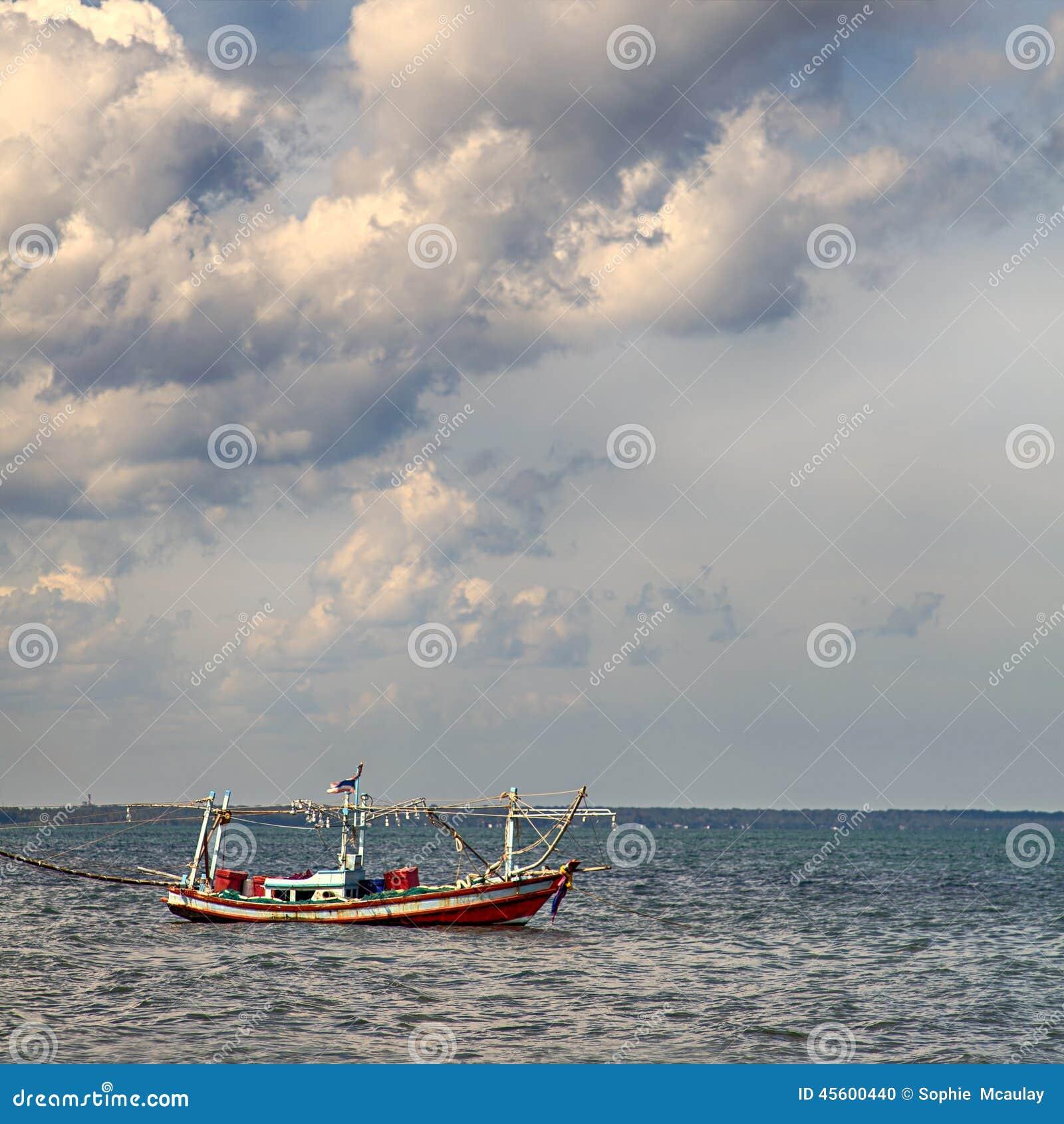 小船捕鱼泰国