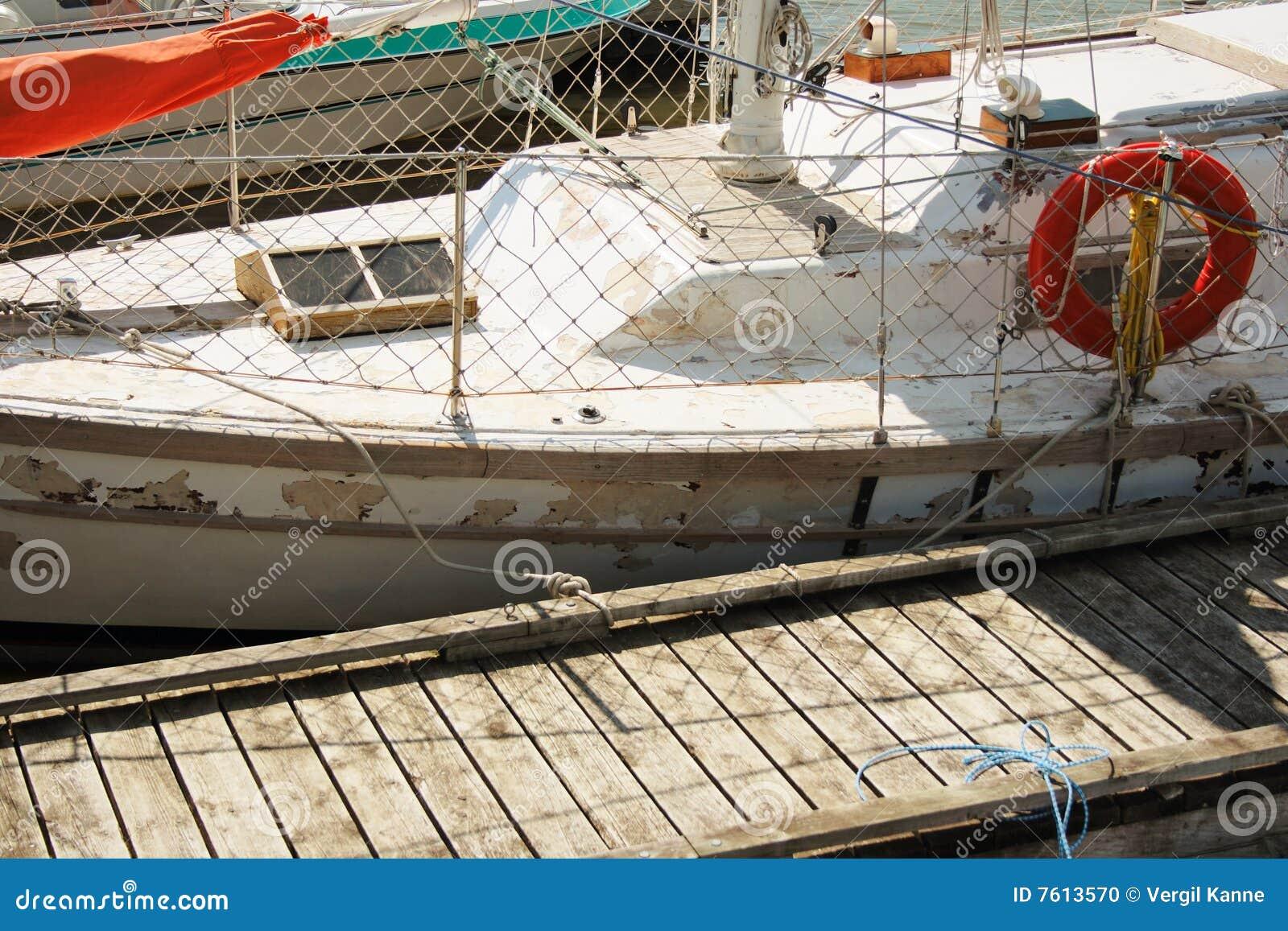 小船老破旧