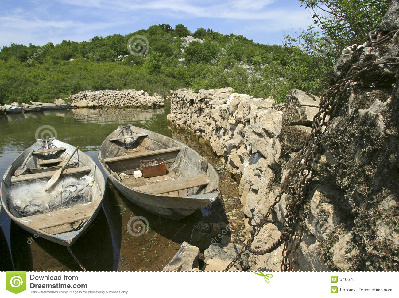 Download 小船钓鱼传统 库存照片. 图片 包括有 废弃, 忽略, 形状, 自然, 长满的, 节假日, 颜色, 手工制造 - 546670