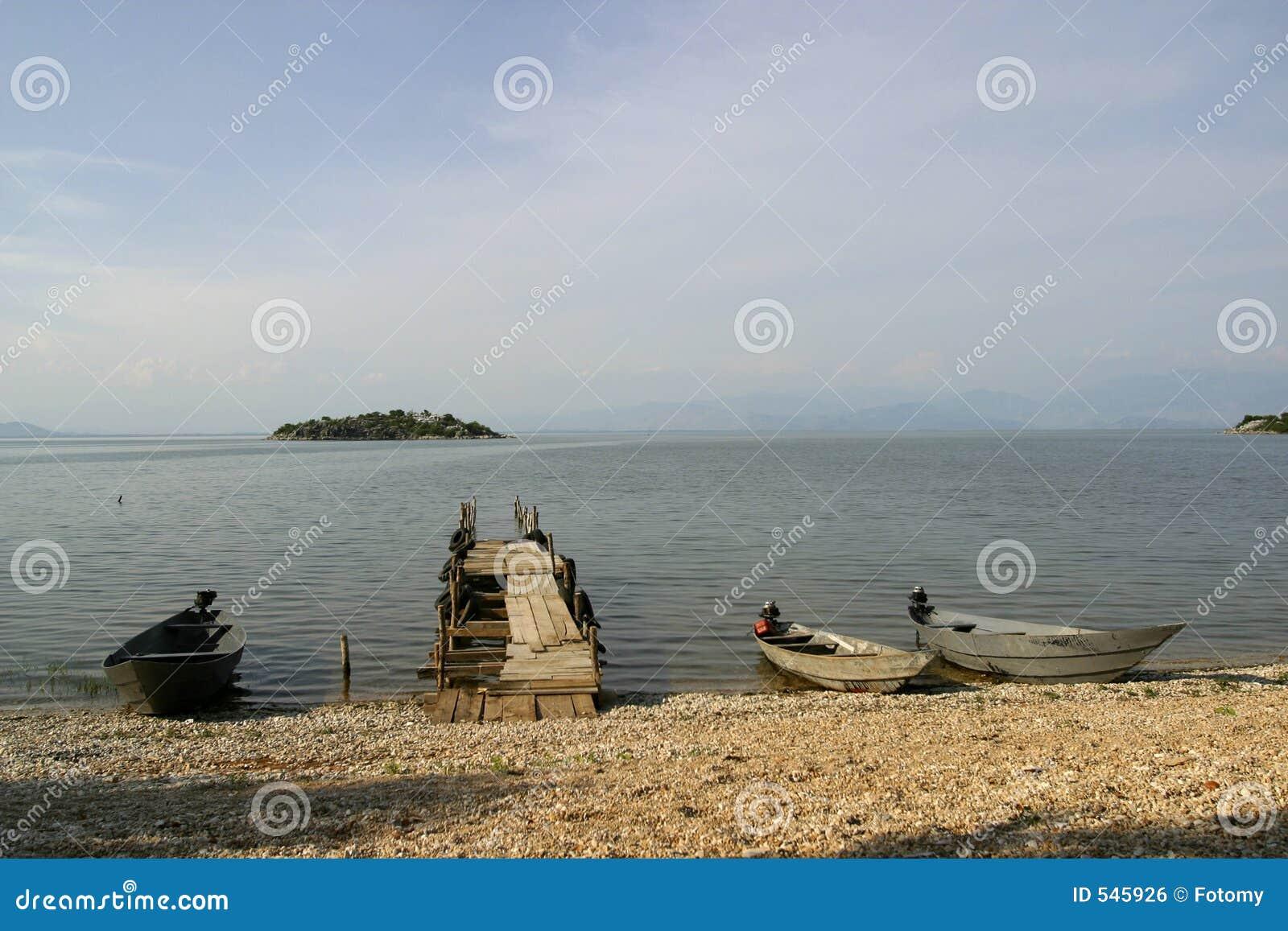 小船钓鱼木