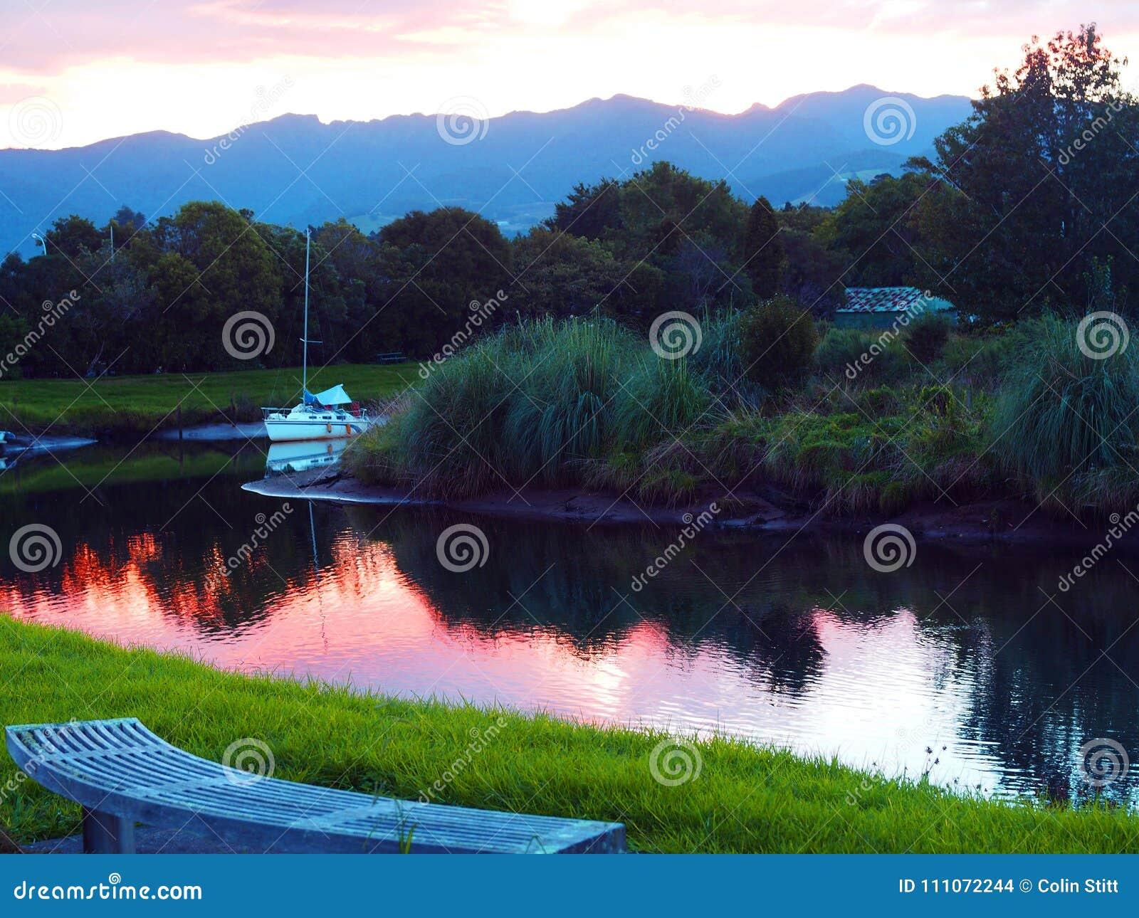 小船风帆日落