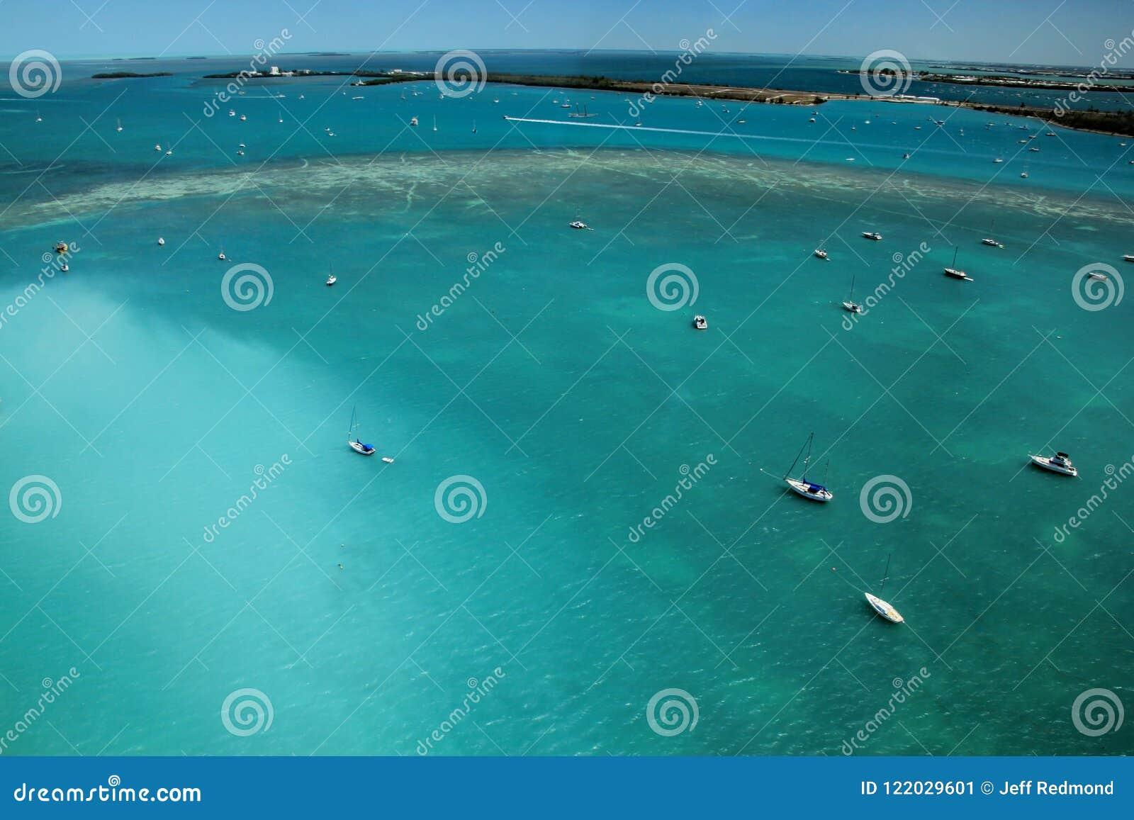 小船,美国鸟瞰图在佛罗里达钥匙的浇灌