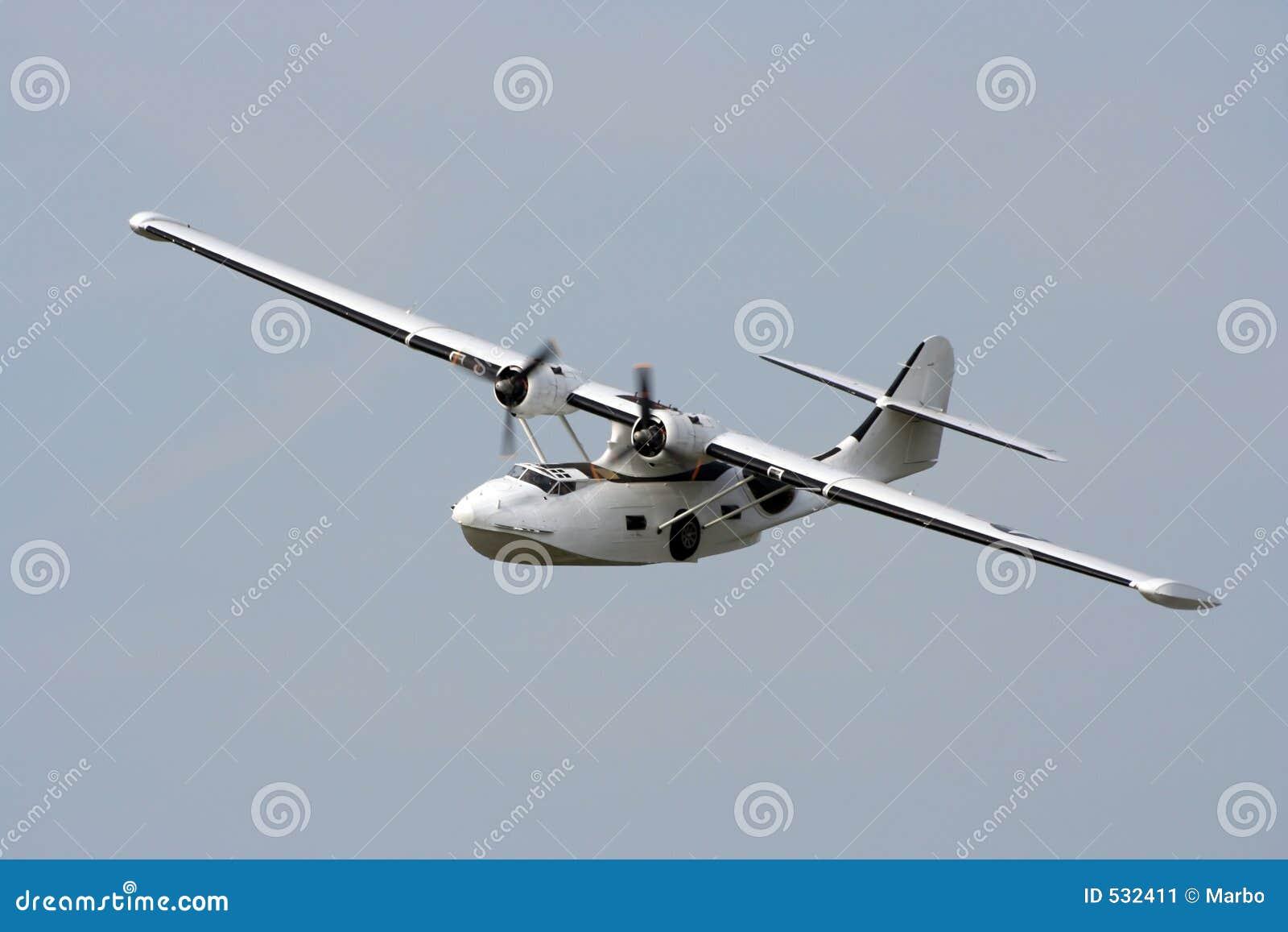 Download 小船catalina飞行 库存图片. 图片 包括有 水上飞机, 小船, 飞行, 有历史, 适航, 海洋, 海运 - 532411
