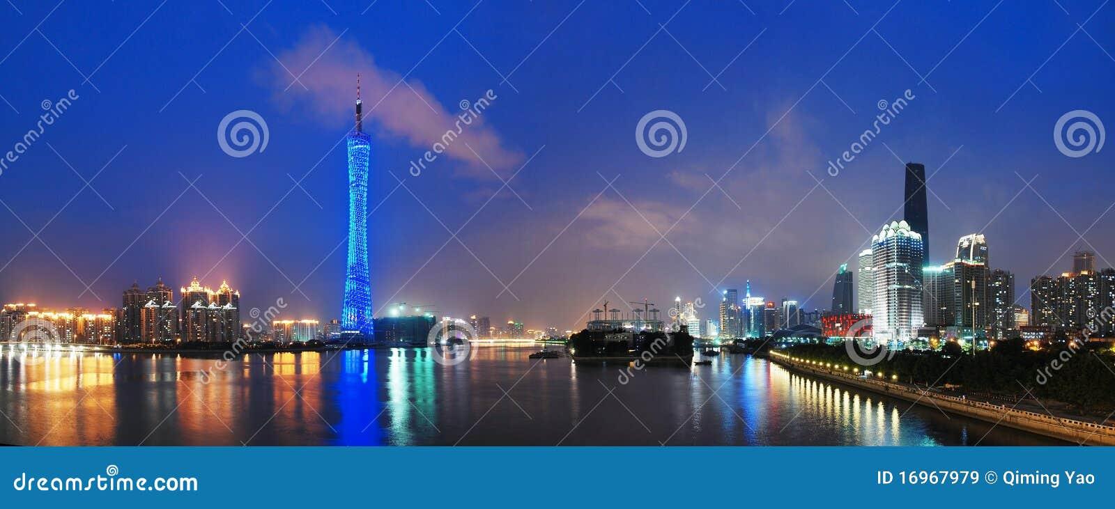小行政区晚上塔