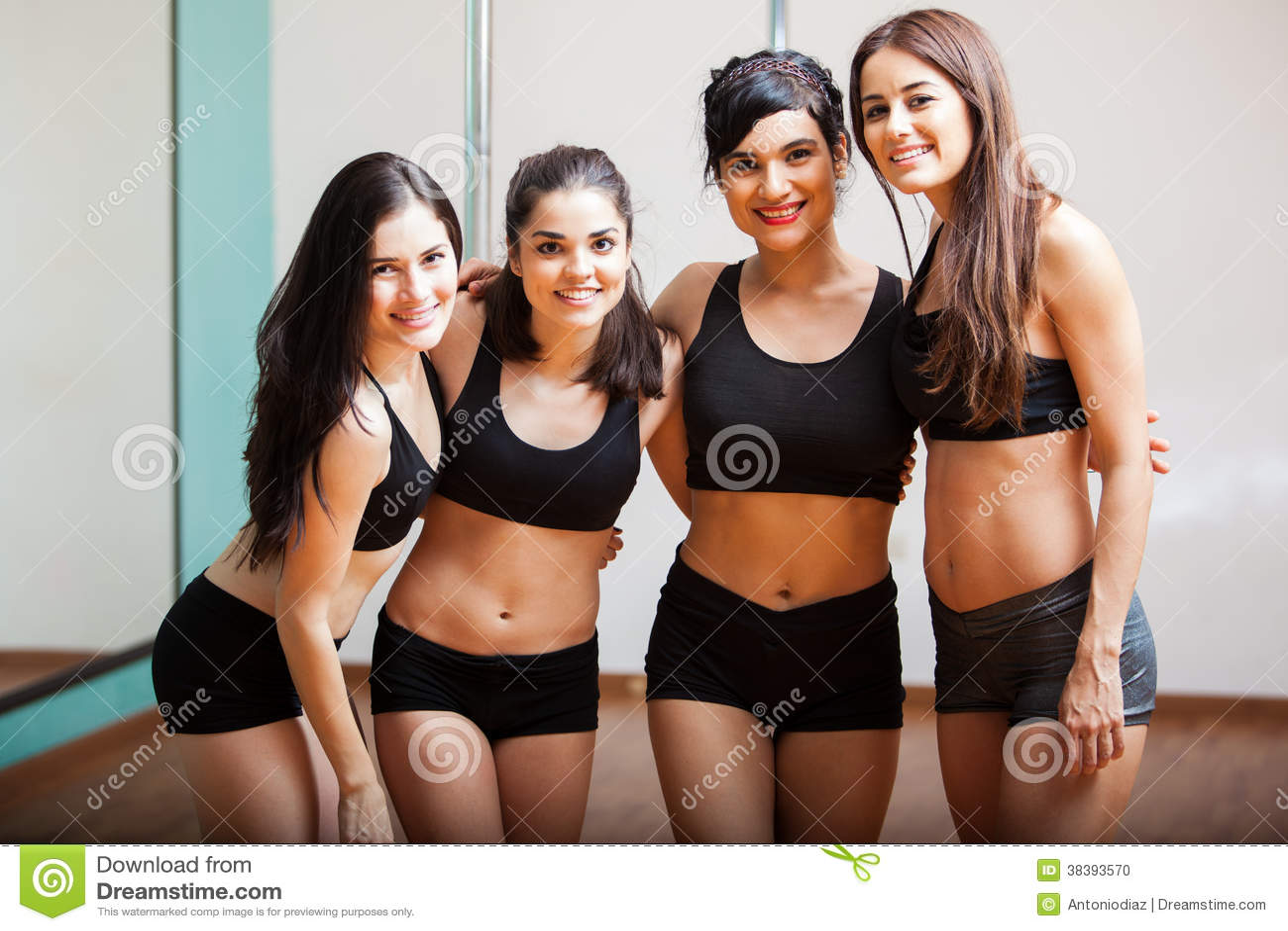 小组杆舞蹈学生