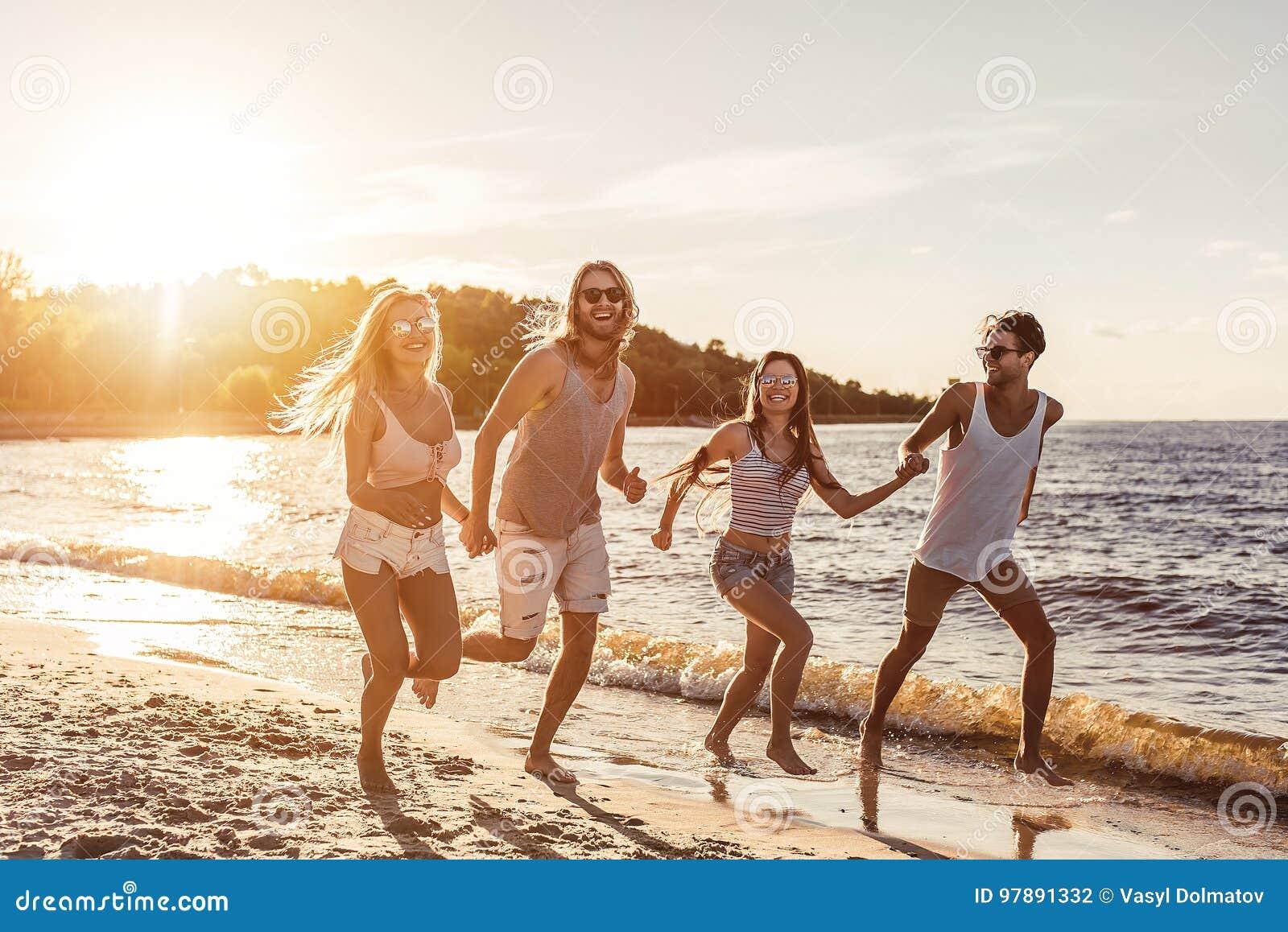 小组海滩的朋友
