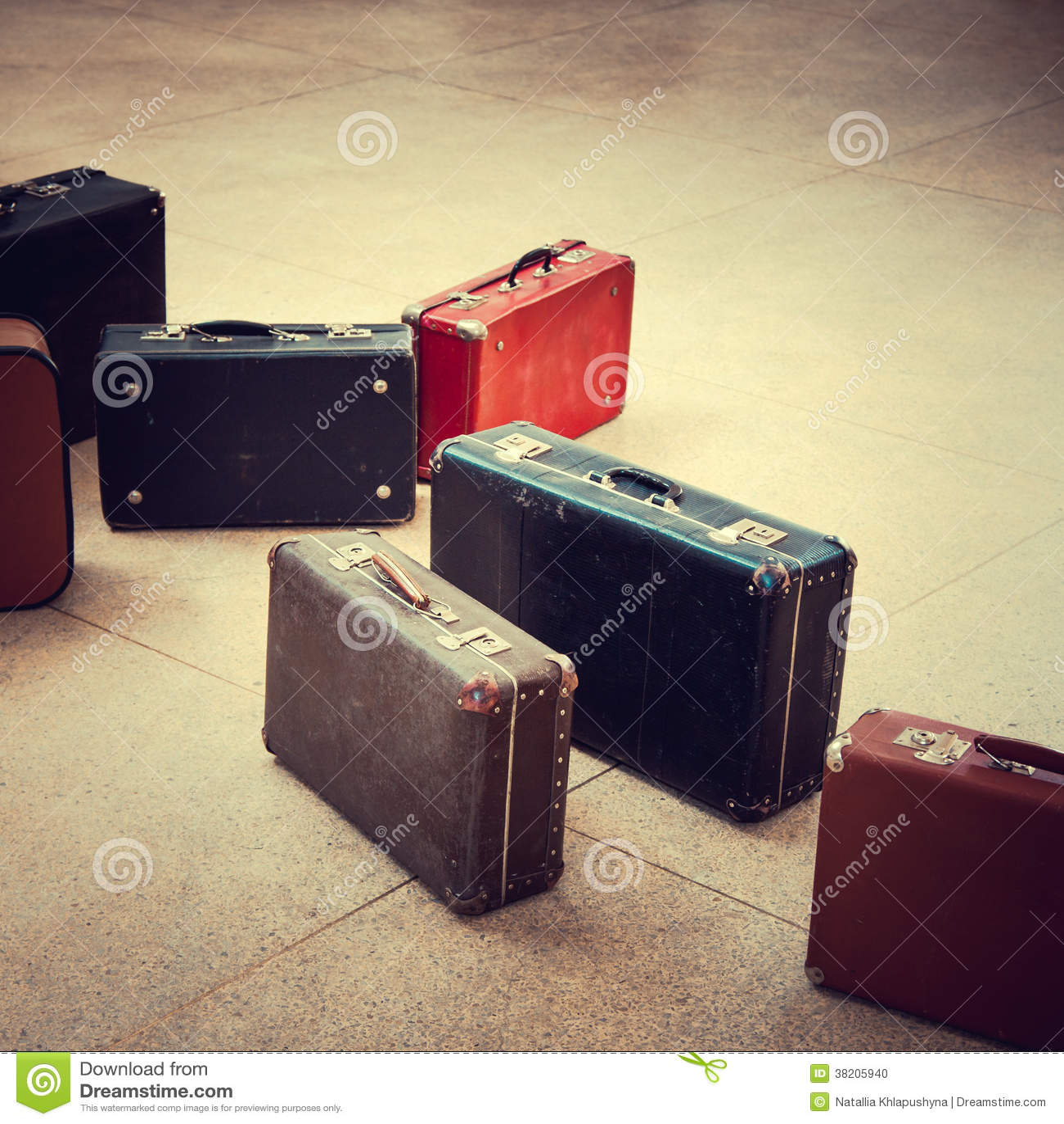 小组葡萄酒手提箱