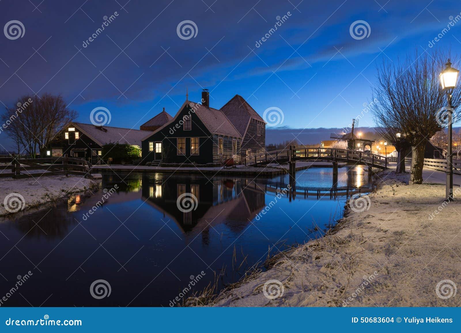 Download 小Zaans房子 库存照片. 图片 包括有 著名, 季节, 及早, 贿赂, 蓝色, 早晨, 反映, 天空 - 50683604