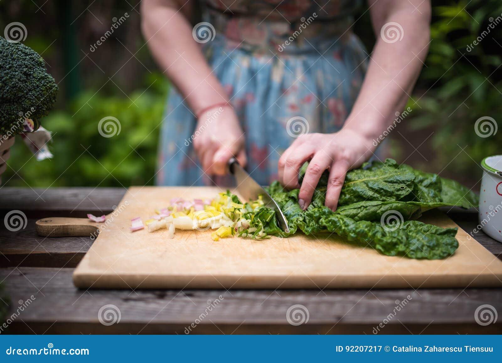 少妇切口甜菜为沙拉离开