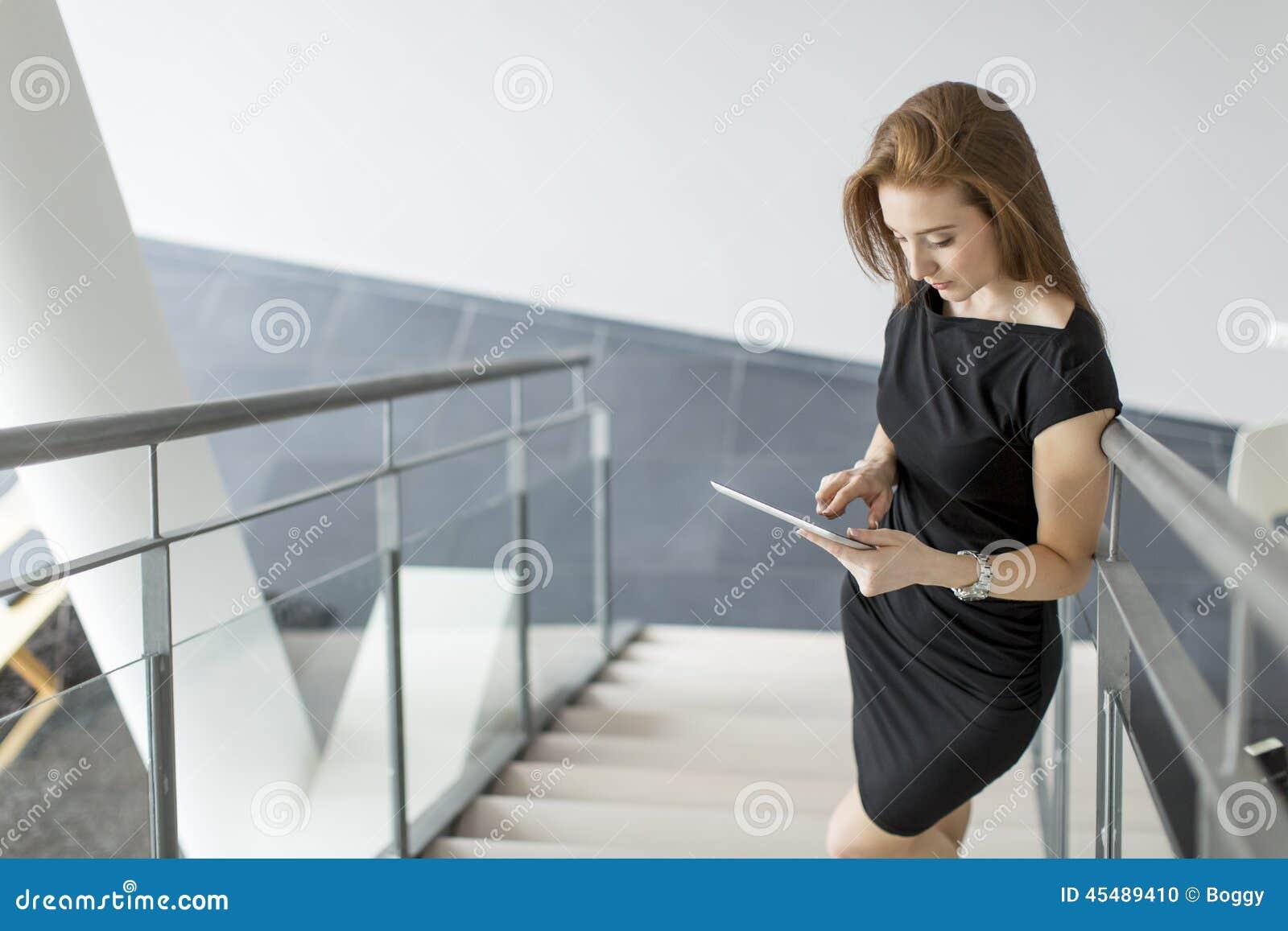少妇在办公室