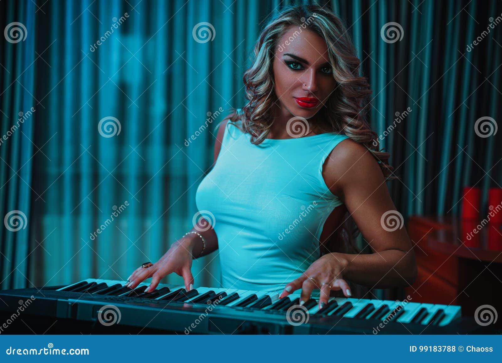 少妇音乐家