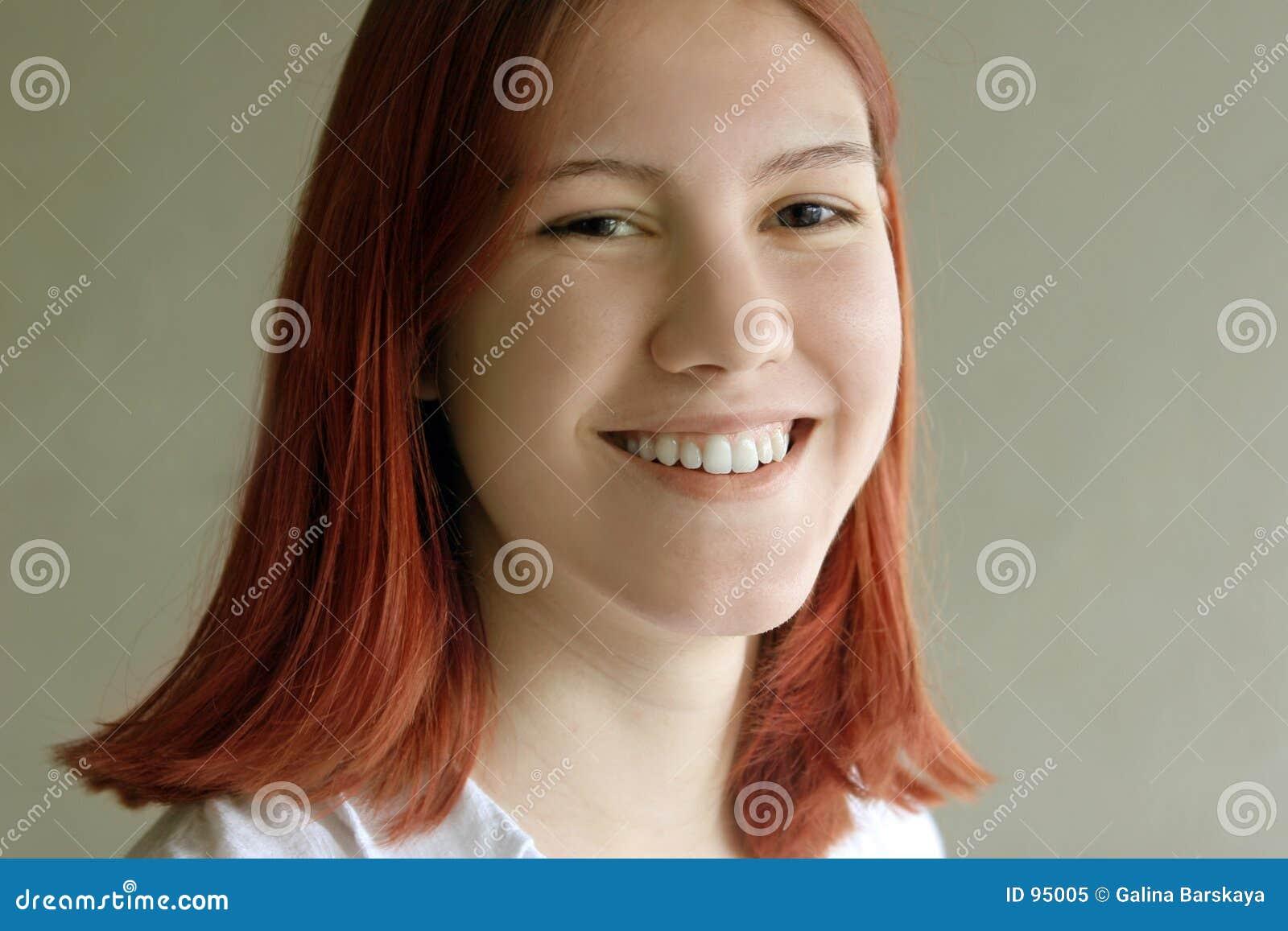 少年女孩的红头发人
