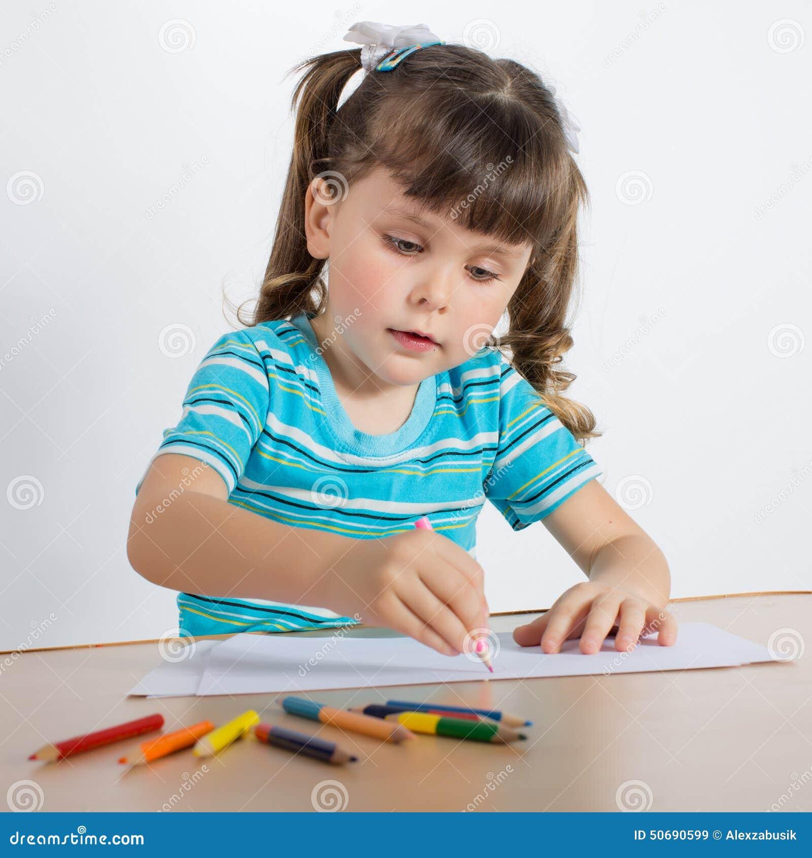 Download 少许画女孩 库存图片. 图片 包括有 子项, 无罪, 休闲, 铅笔, 蓝色, 蜡笔, 女儿, 白种人, 国内 - 50690599