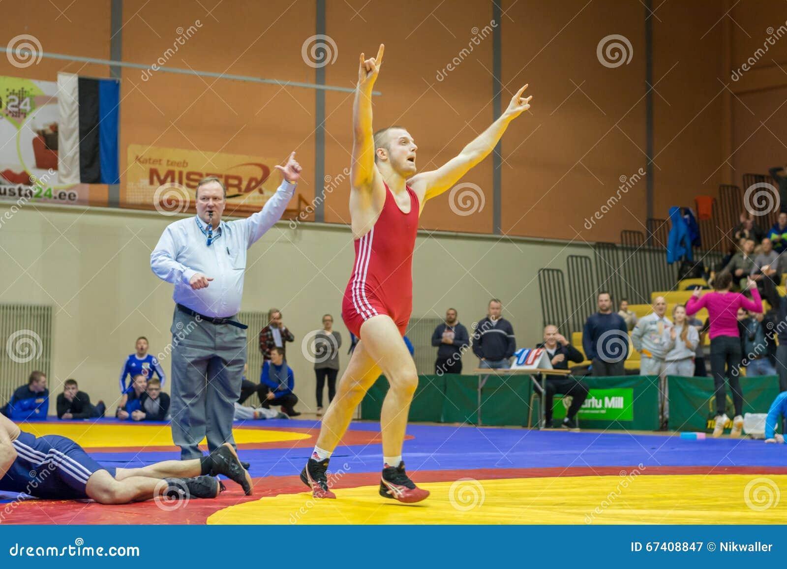 摔跤成人片_维尔扬迪,爱沙尼亚- 2016年2月20日:在爱沙尼亚语自由式摔跤 ...