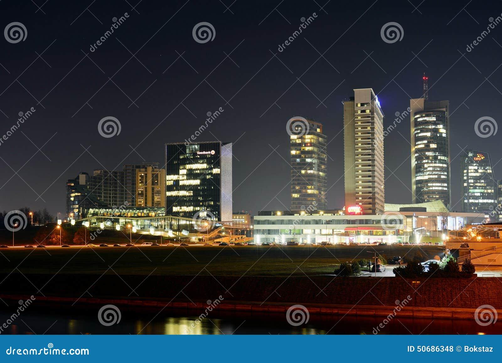 Download 维尔纽斯时间全景的冬天摩天大楼 编辑类库存照片. 图片 包括有 设计, 天空, 属性, 地平线, 拱道, 地标 - 50686348