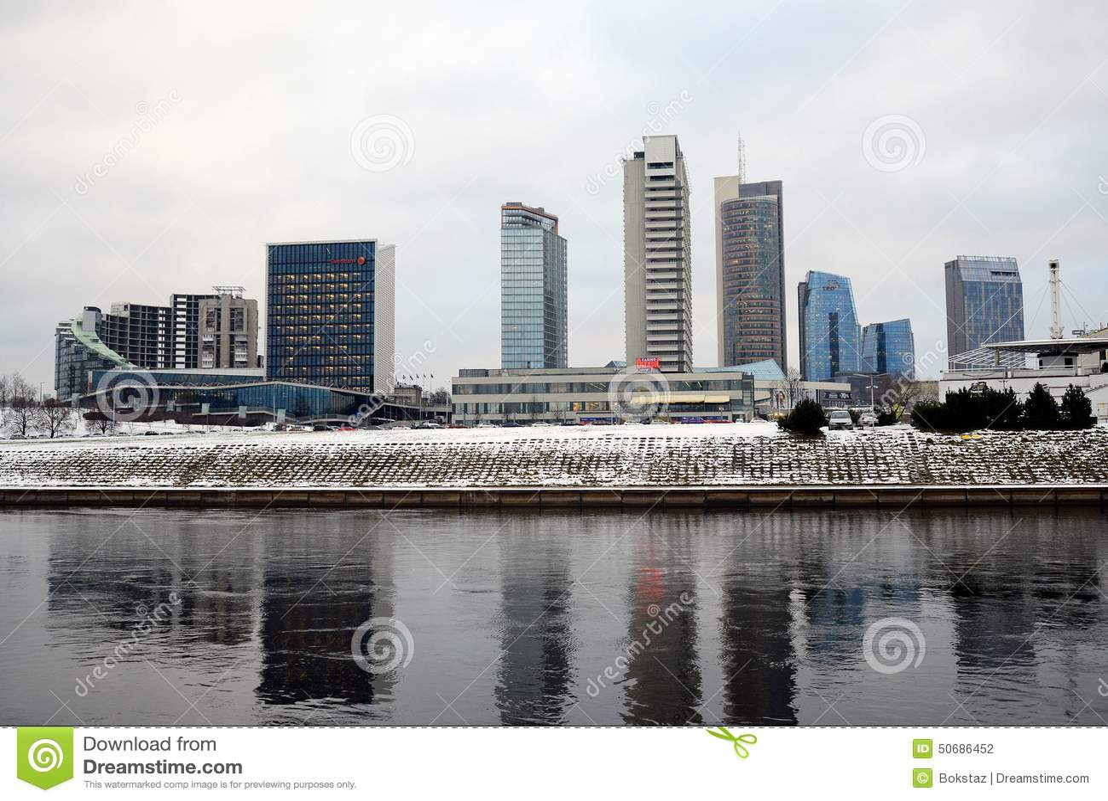 Download 维尔纽斯有摩天大楼的冬天全景涅里斯河河委员会的 图库摄影片. 图片 包括有 属性, 办公室, 庄园, 总公司 - 50686452