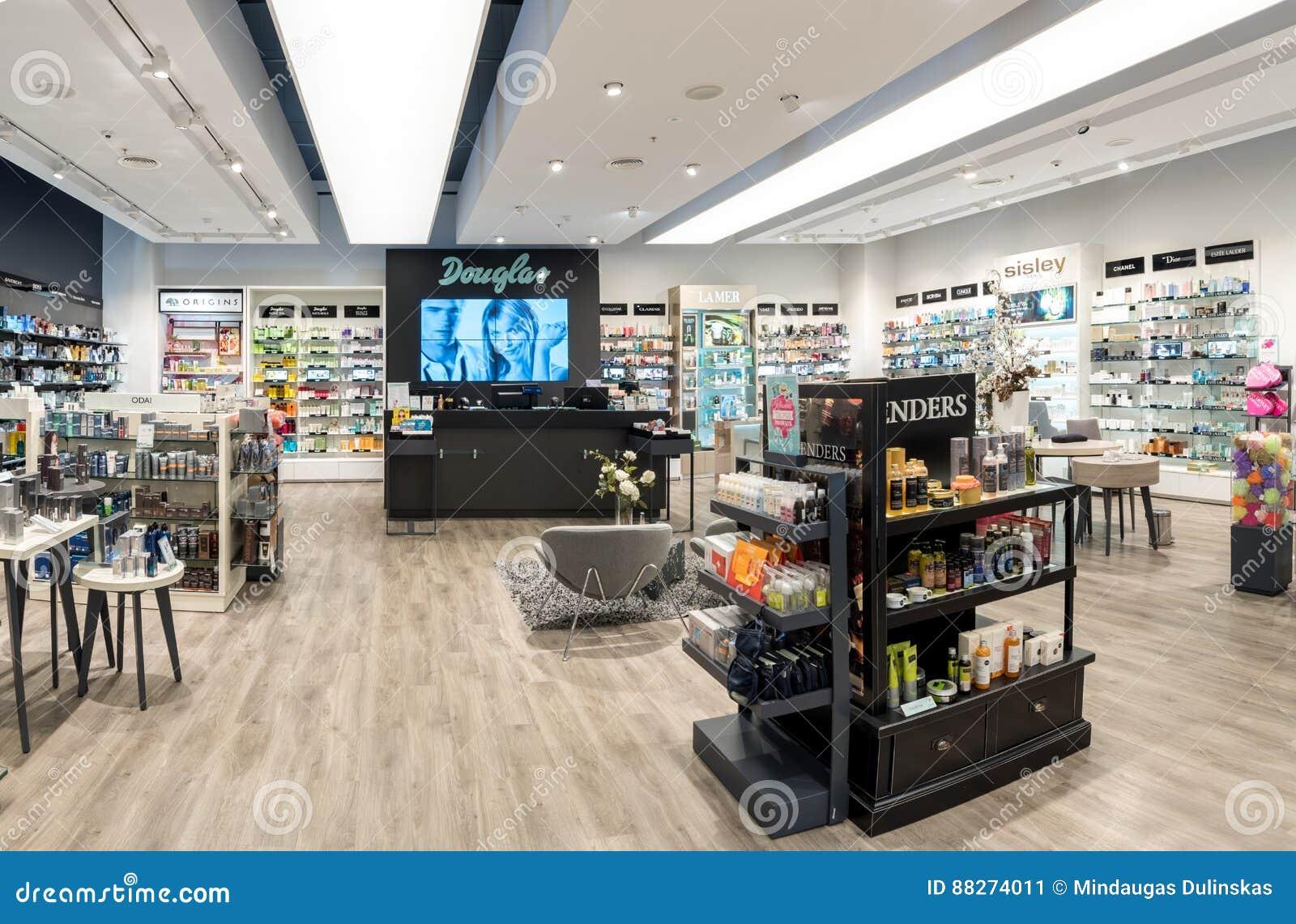 维尔纽斯,立陶宛- 2016年9月27日:道格拉斯香水商店在Akropolis,立陶宛, Vinius