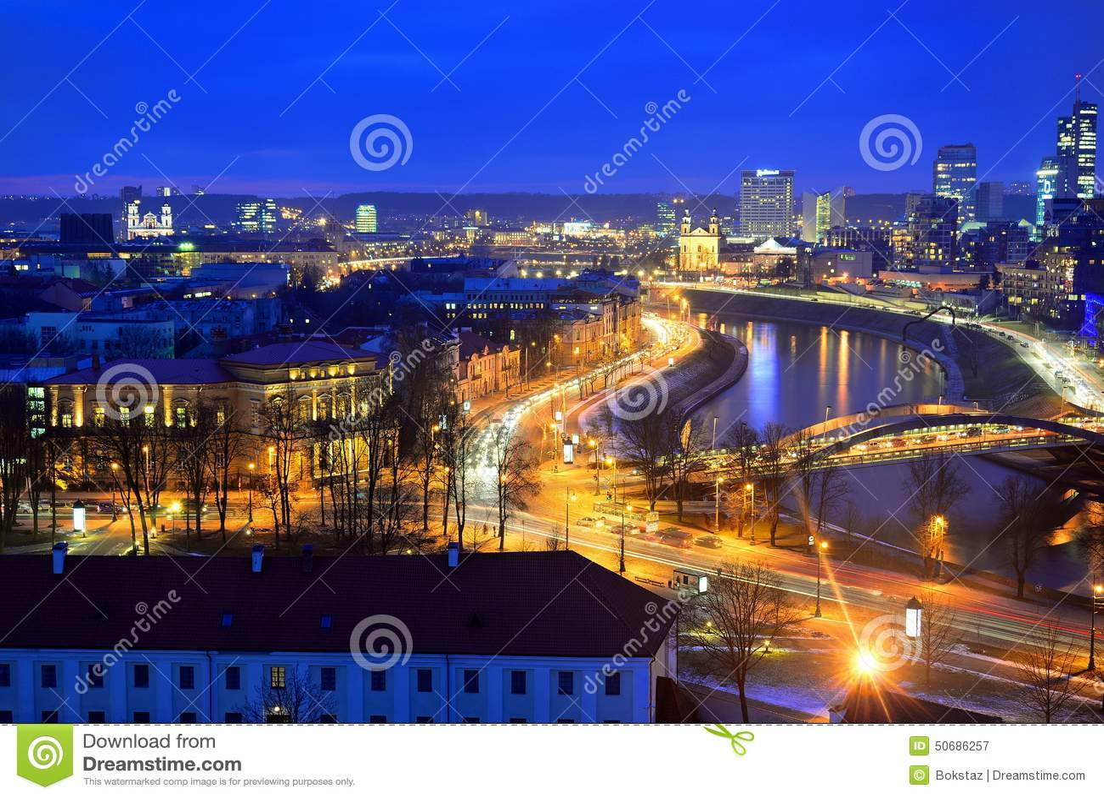 Download 维尔纽斯从Gediminas城堡塔的冬天全景 库存图片. 图片 包括有 夜间, 黑暗, 横向, 展望期, 通风 - 50686257