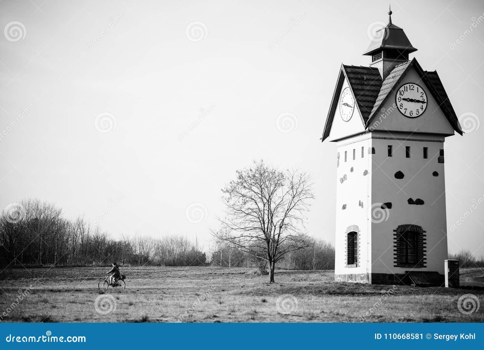 尖沙咀钟楼在其中一个德国- Gielsdorf的阿尔特兰茨贝尔格最旧的村庄中