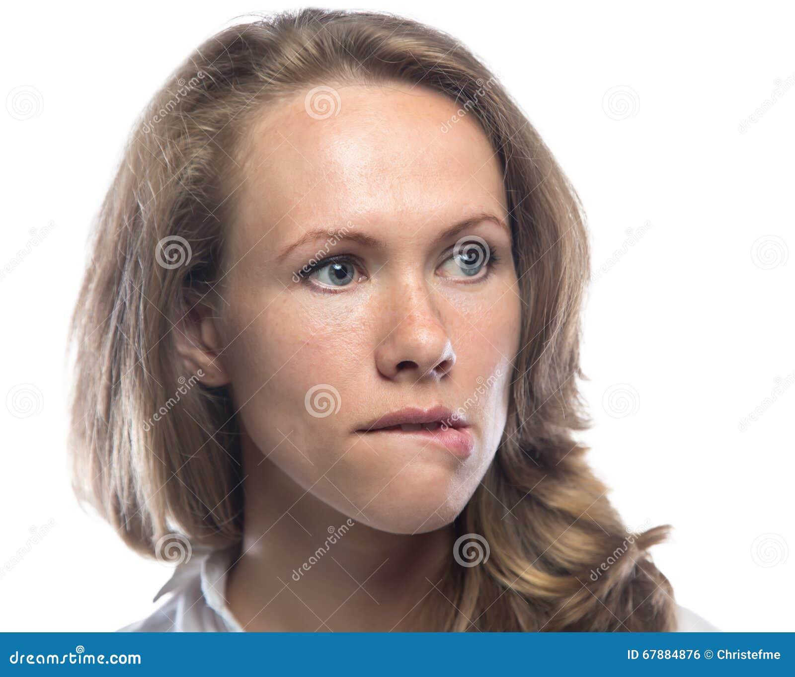 尖酸白肤金发她的嘴唇妇女