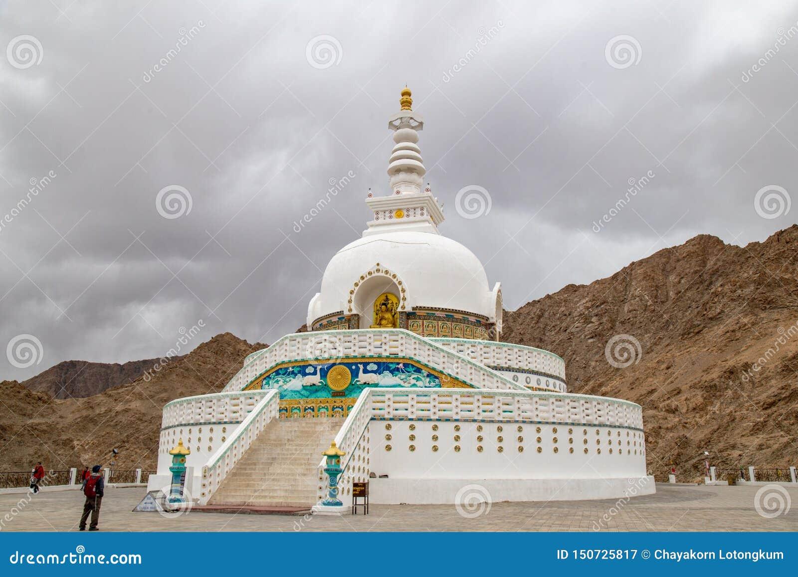 尚蒂Stupa是一佛教白半球形的stupa chorten