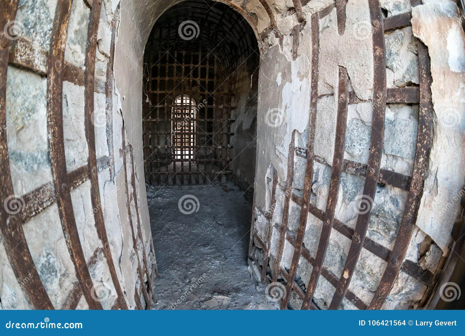 尤马领土监狱、钢棍和混凝土