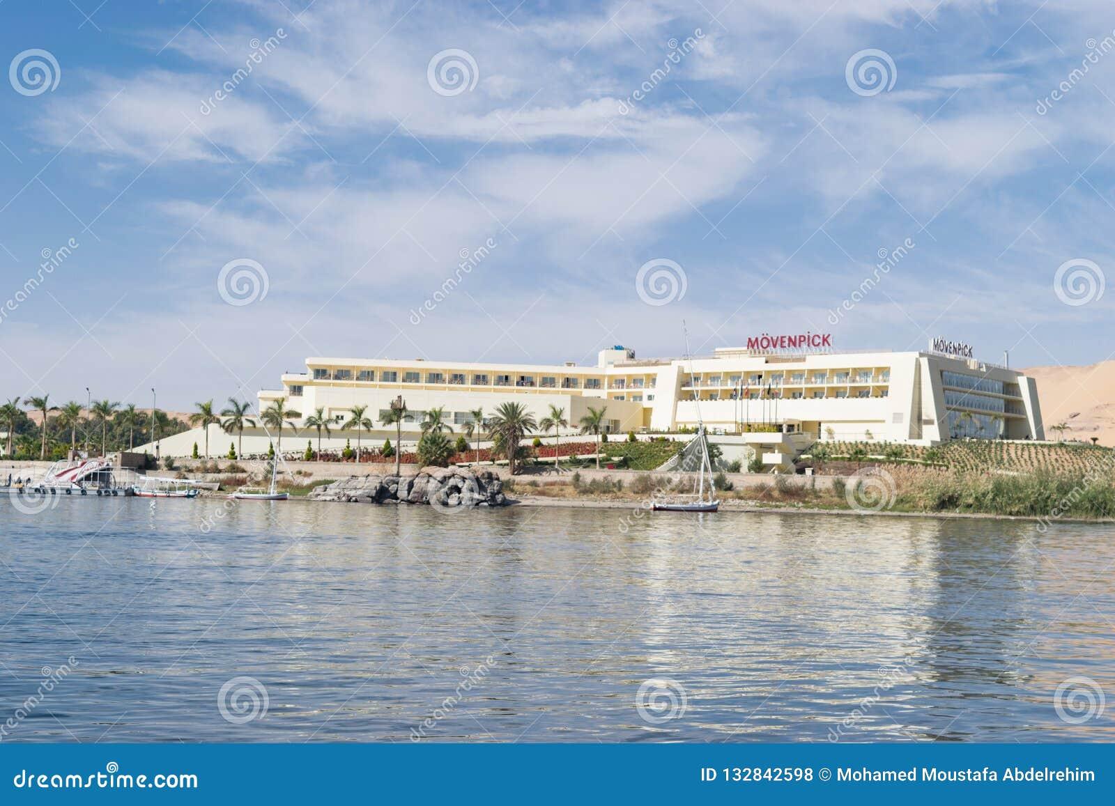 尼罗河和小船的美好的场面从卢克索和阿斯旺游览在埃及