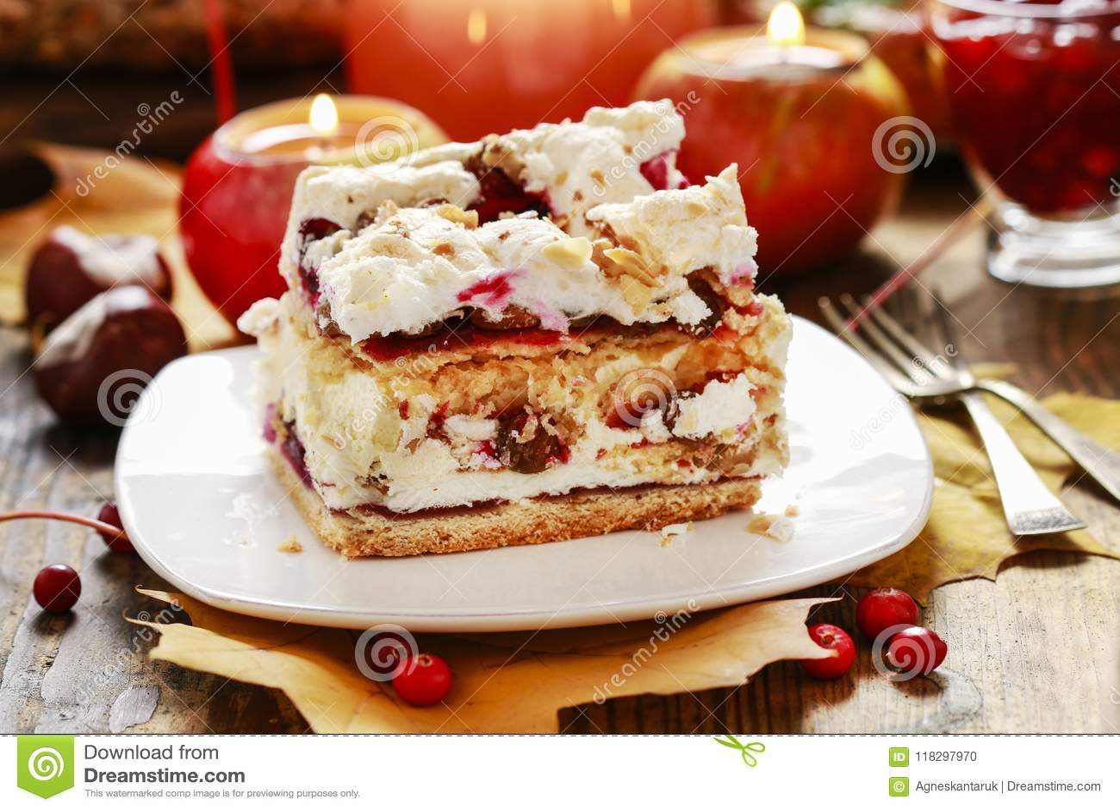 层数樱桃蛋糕