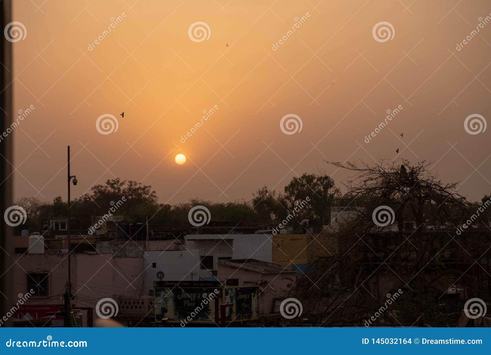屋顶日落在阿格拉