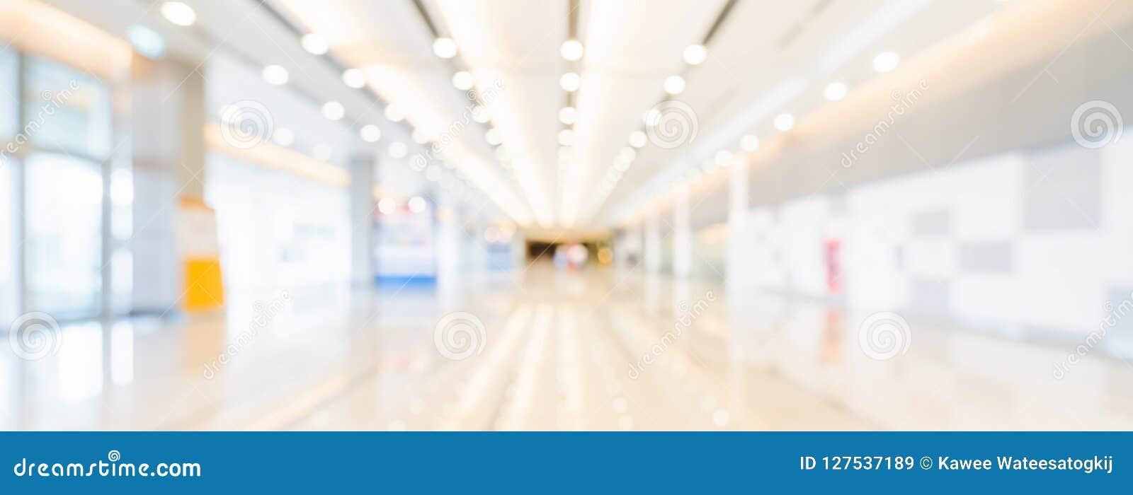 展览室或会议中心走廊被弄脏的bokeh全景横幅背景  企业商业展览事件