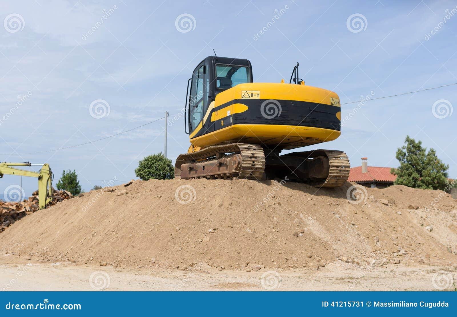 履带牵引装置挖掘机