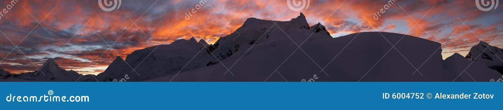 山全景日出