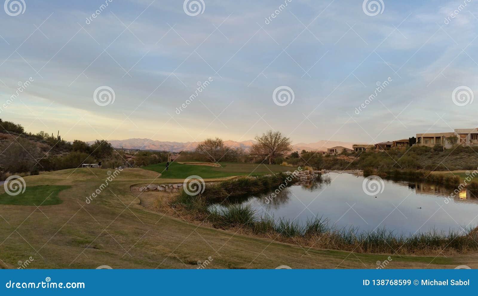 山在亚利桑那的沙漠