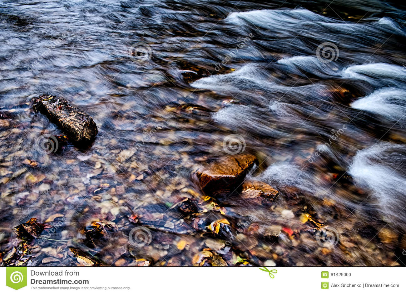 山在北卡罗来纳山的河小河