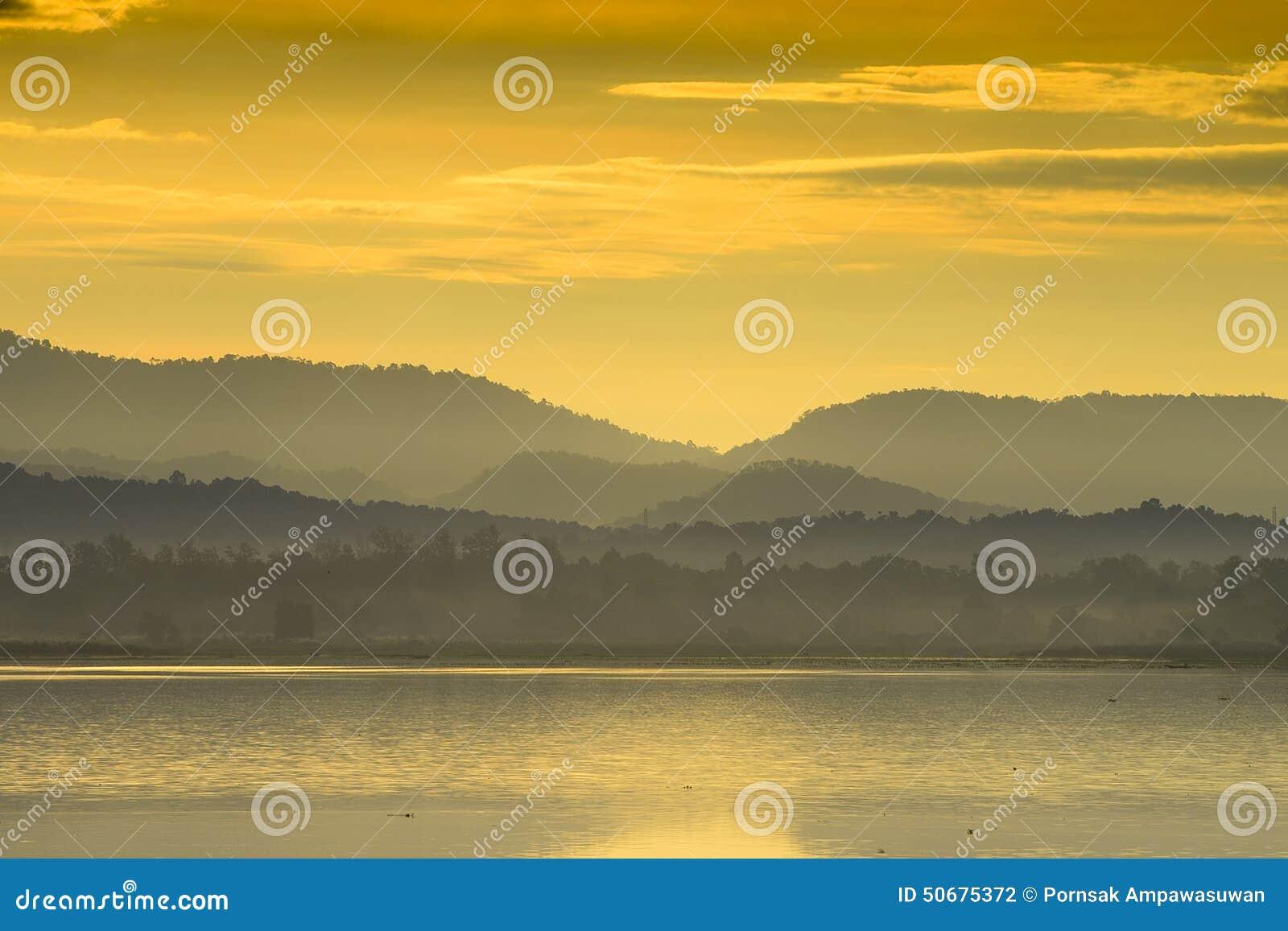 Download 山泰国视图 库存照片. 图片 包括有 夏天, 横向, 日落, 日出, 早晨, 云彩, 公园, beautifuler - 50675372