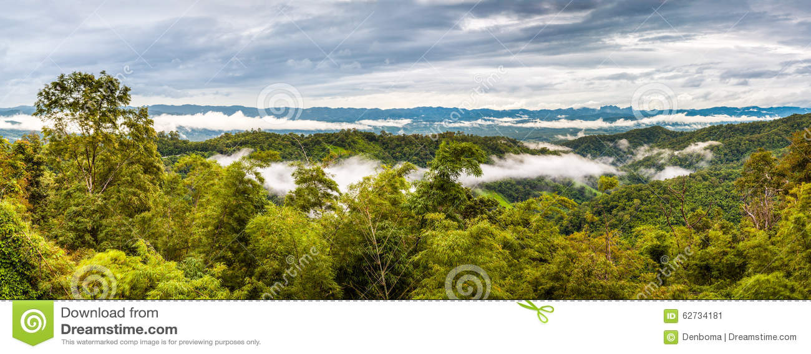 泰国山�^_在泰国的山特别是来兴府的,您有在用云彩盖的山的一个看法.