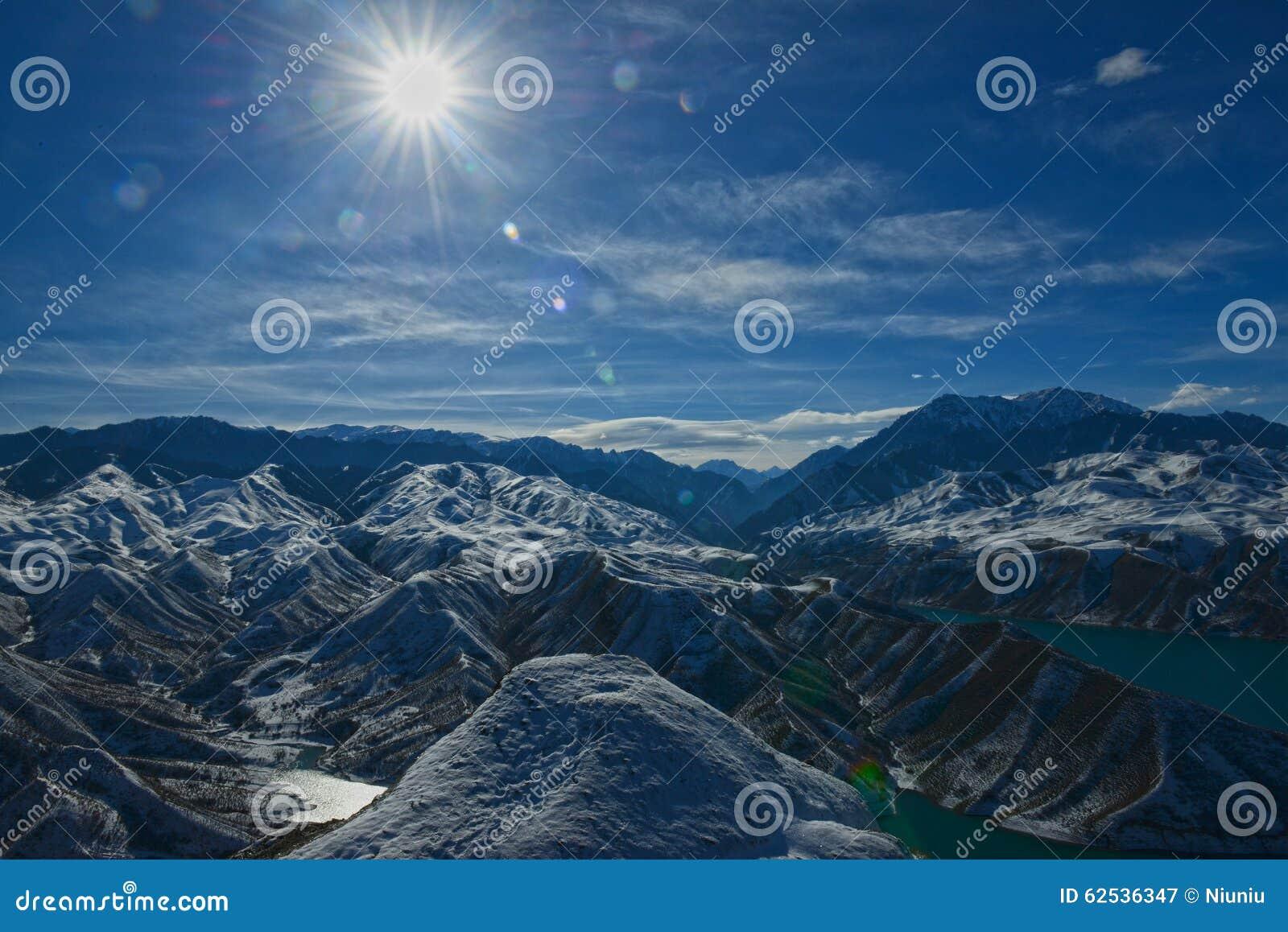 山脉在冬天
