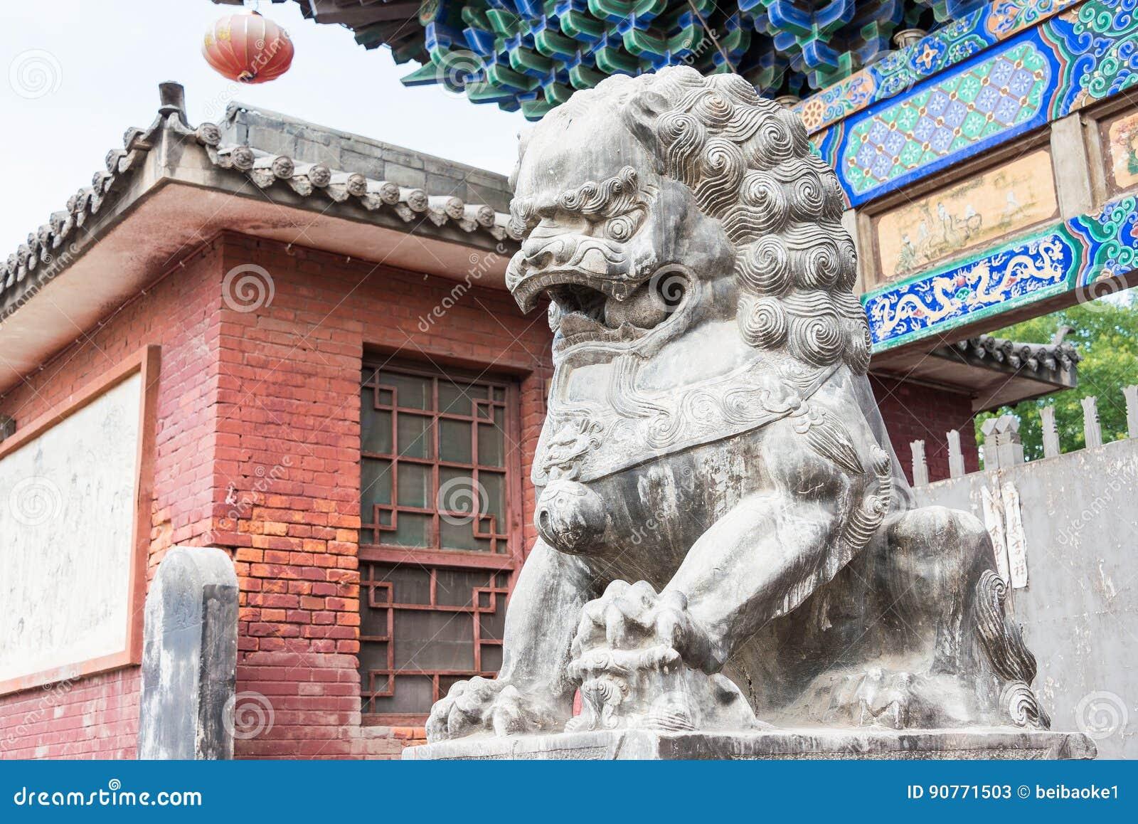 山西,中国- 2015年9月03日:在双林寺(联合国的狮子雕象