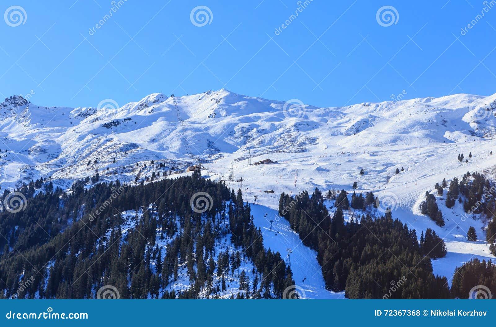 山雪冬天 Meribel滑雪胜地