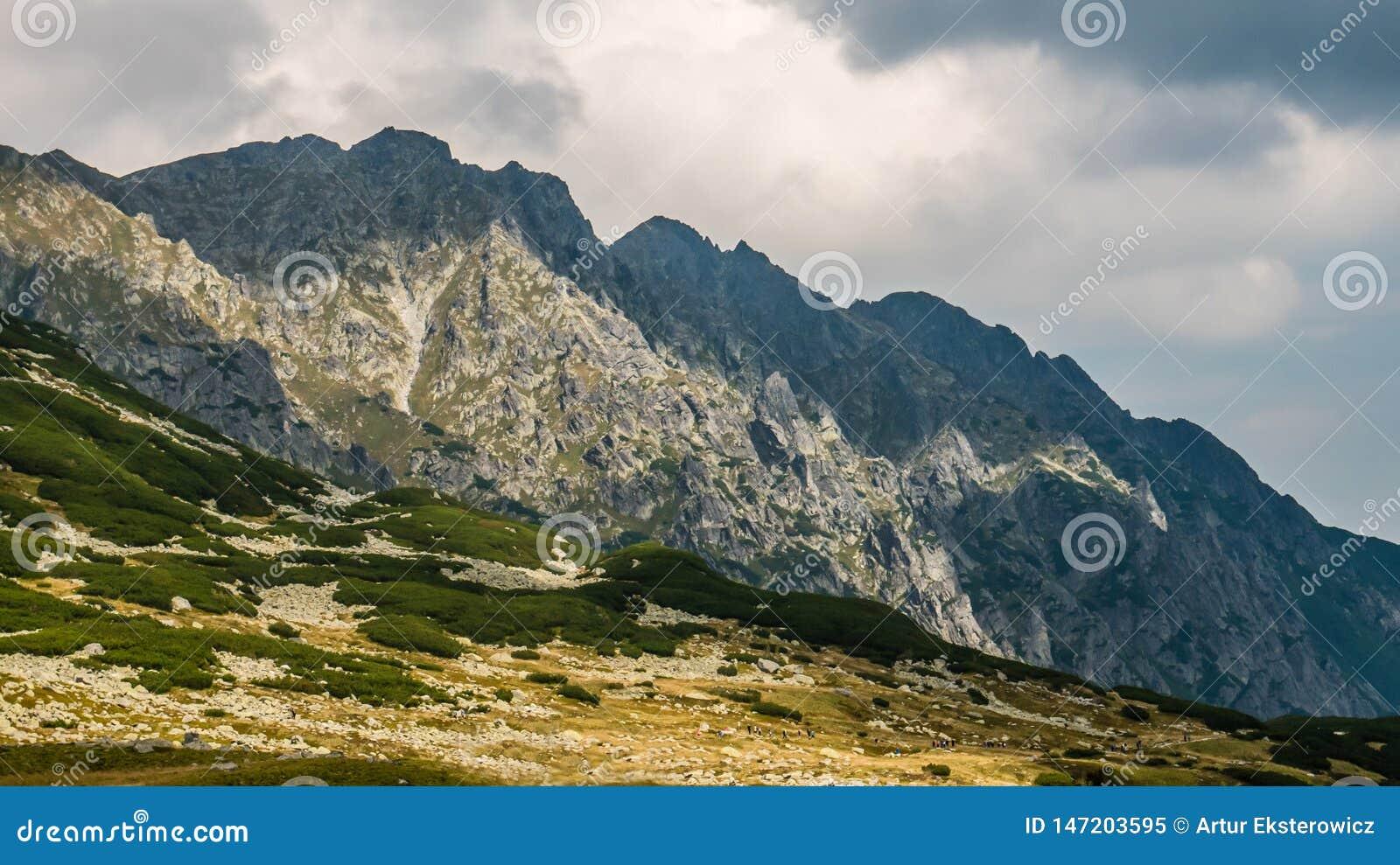 山风景在一阴天