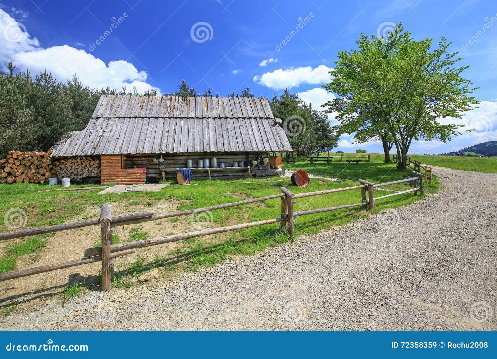 山风雨棚的看法在Pieniny国家公园/波兰