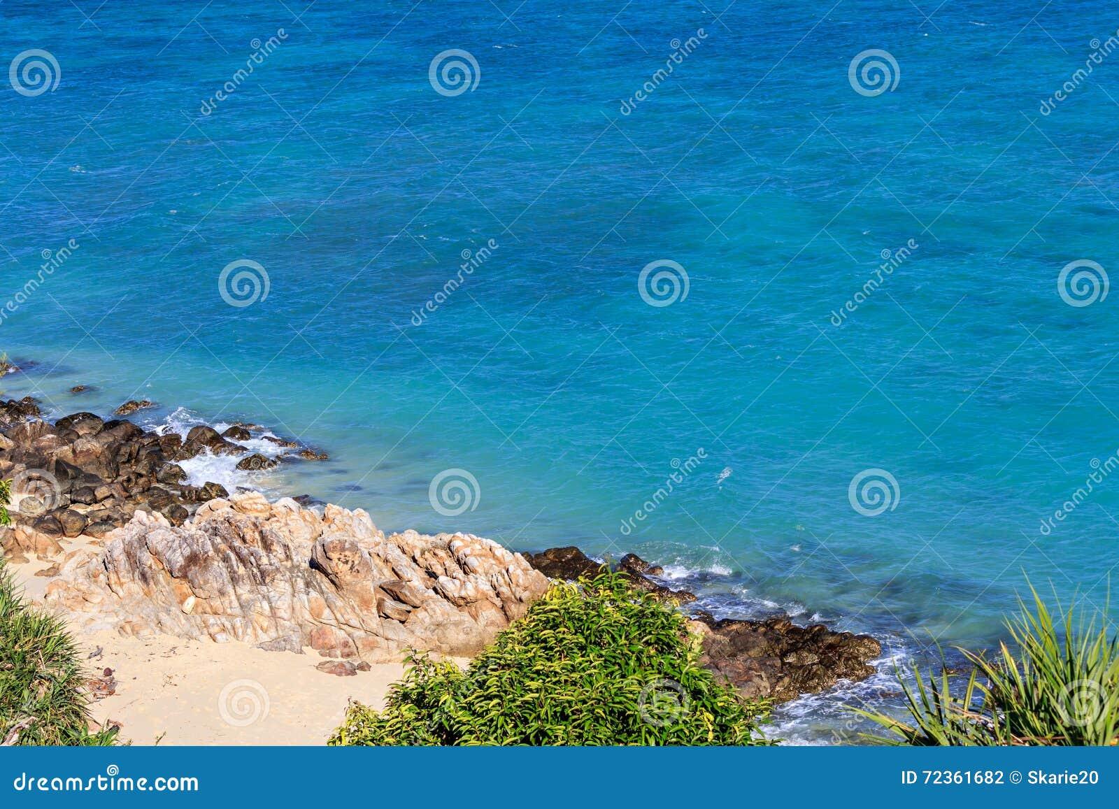 岩石和沙子在Lipe海岛,泰国