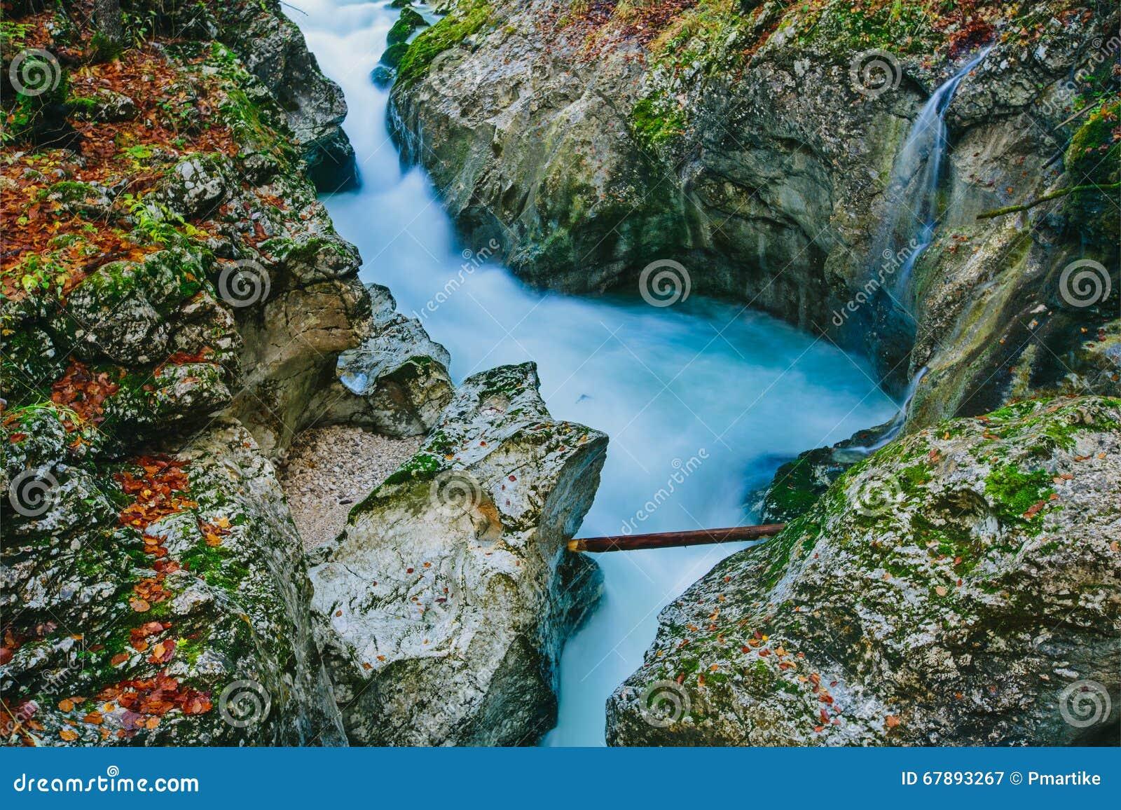 峡谷Mostnica的意想不到的看法