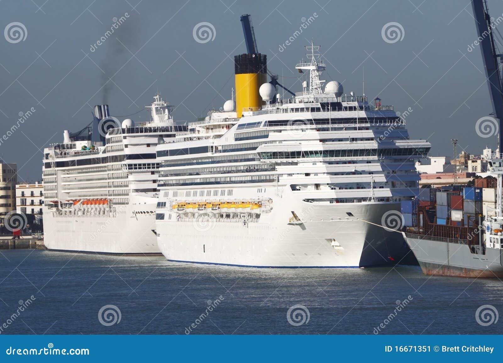 巡航端口船