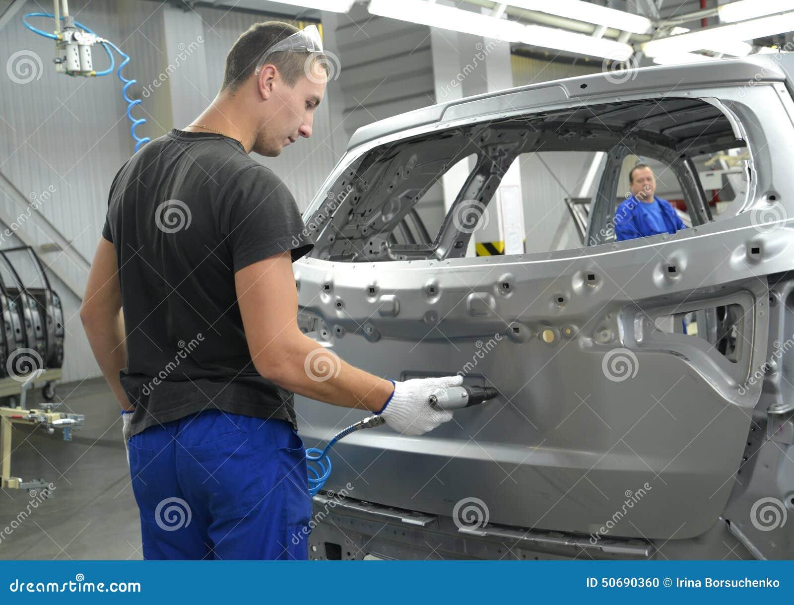 Download 年轻工人在车身操练开头pneumodrill 编辑类图片. 图片 包括有 界面, 斯拉夫语, 生产, 查询 - 50690360
