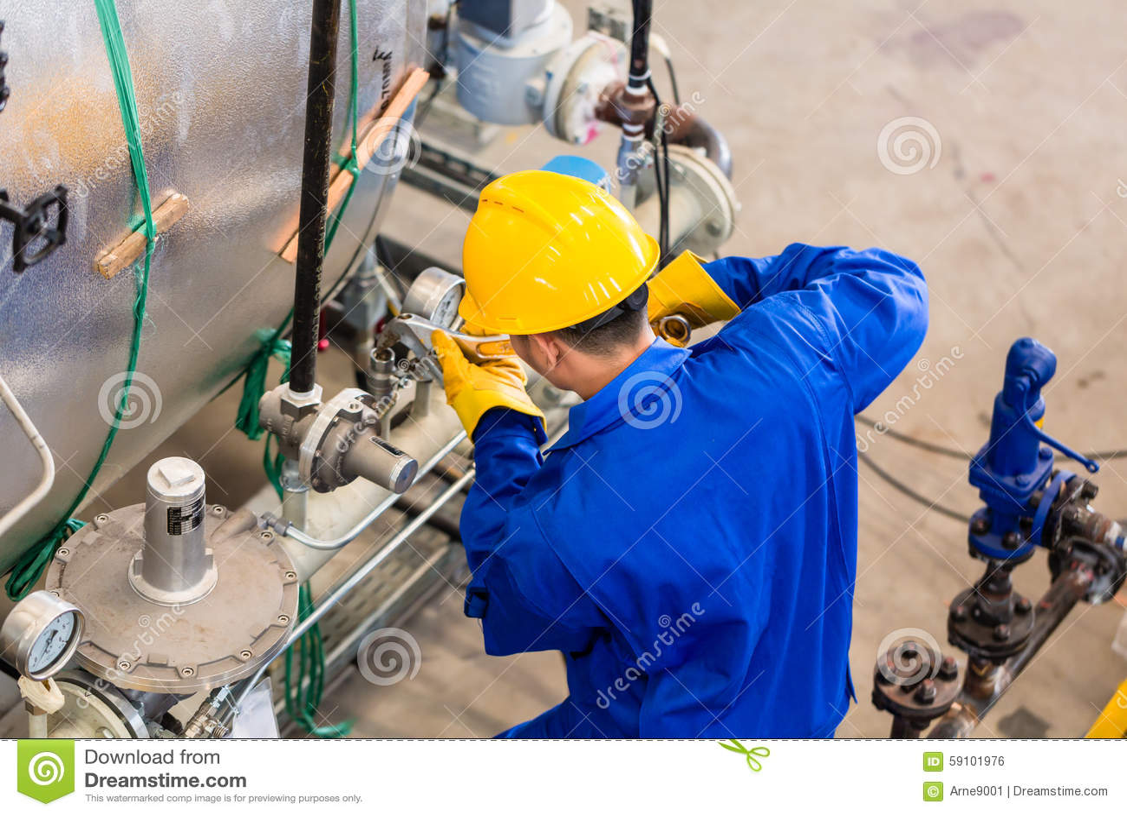 工作在机器的产业工人