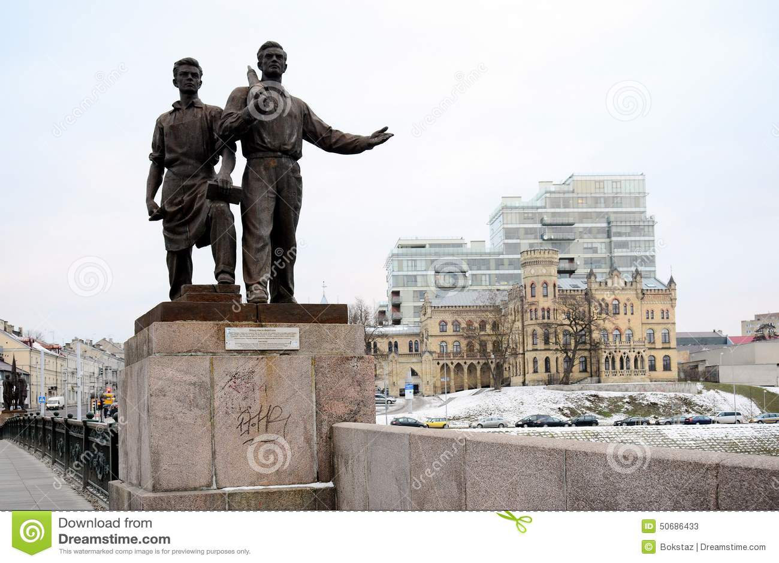 Download 工作者雕塑绿色桥梁的 库存图片. 图片 包括有 石头, 贿赂, 室外, 拱道, 立陶宛, 历史记录, 垫座 - 50686433