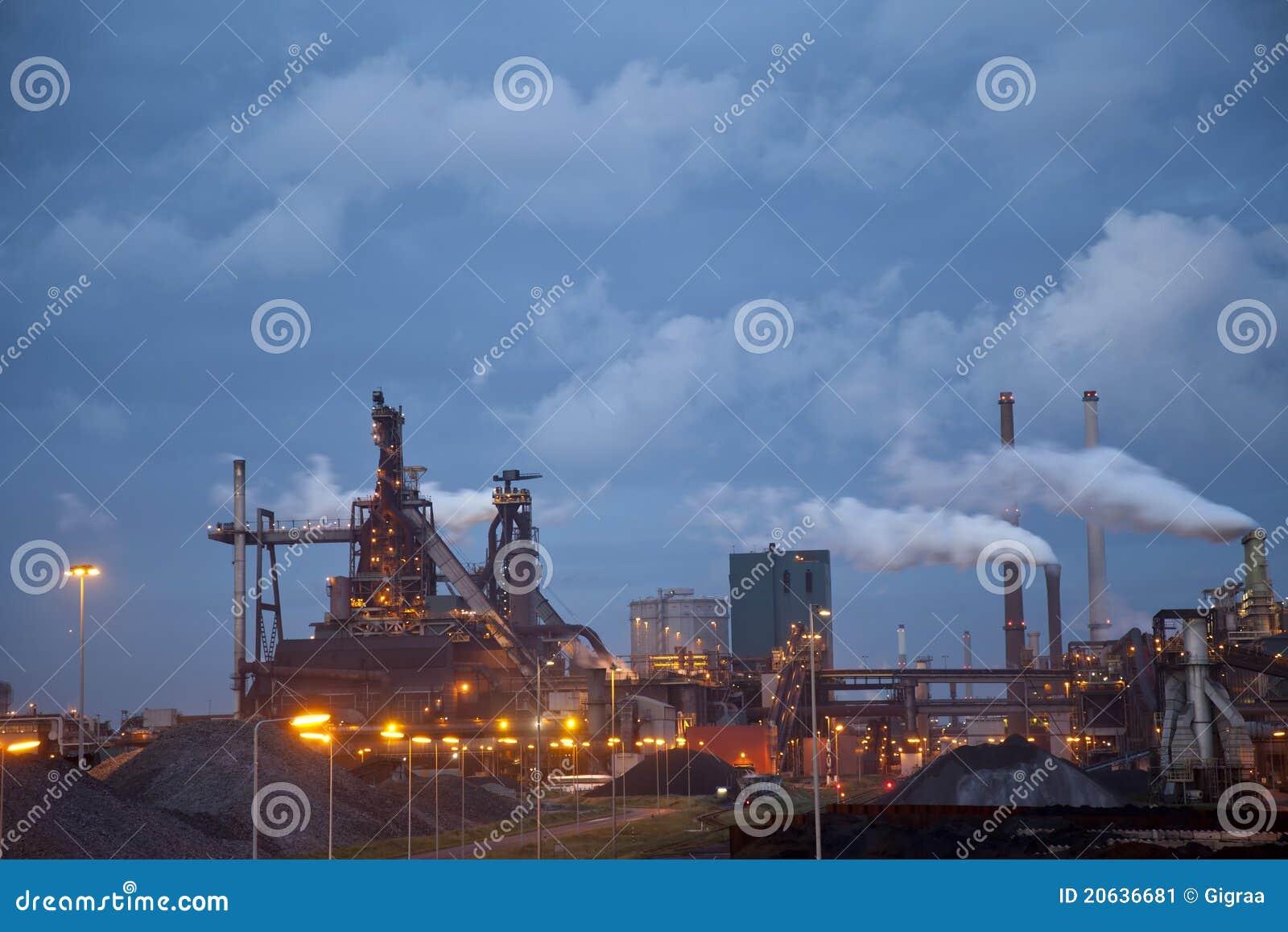 工厂重工业晚上钢