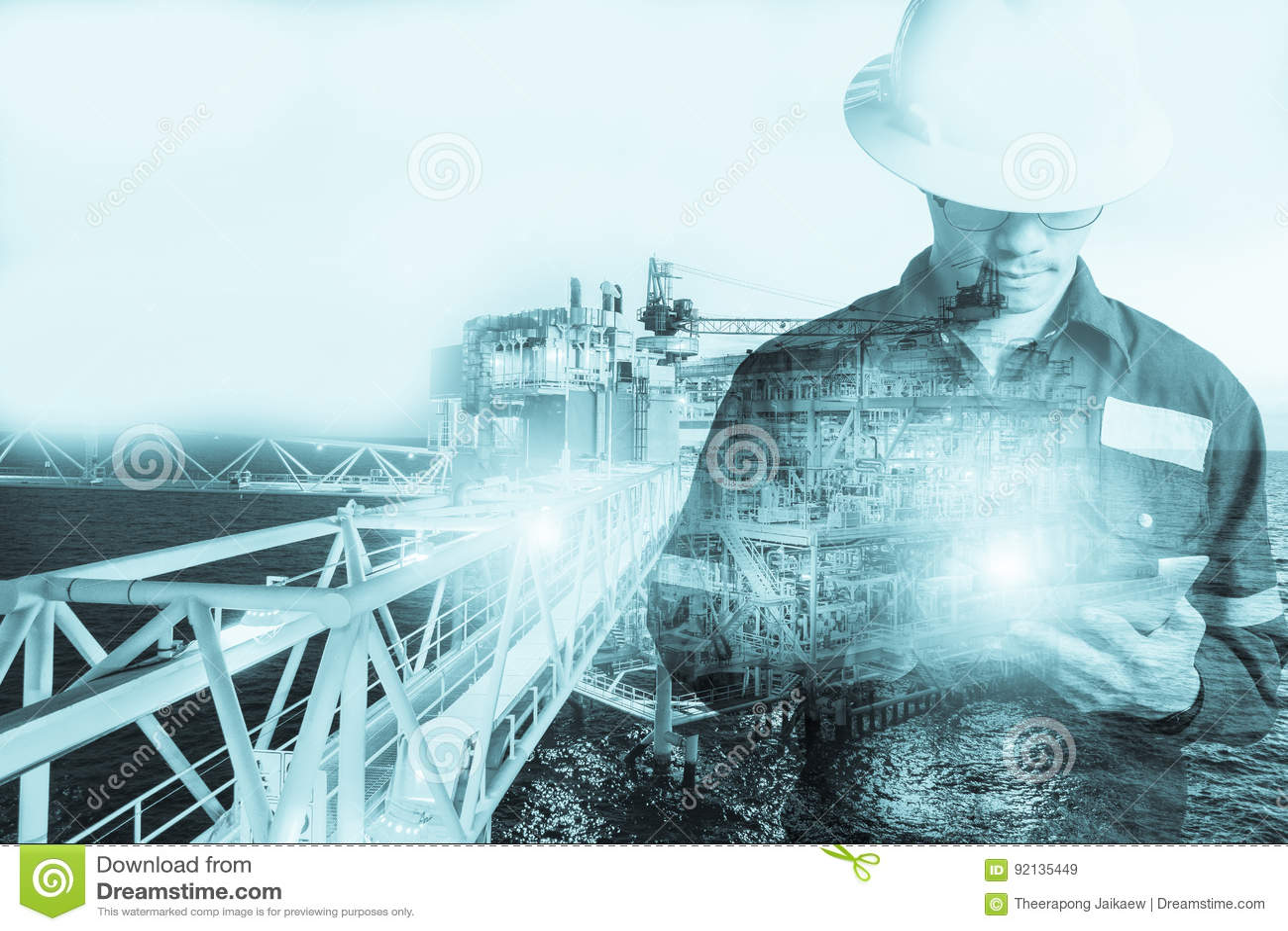 工程师或技术员人两次曝光有安全帽的