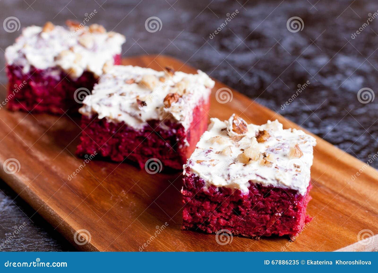 巧克力和甜菜根蛋糕